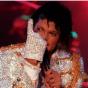 Знаменитая перчатка Майкла Джексона ушла с молотка за невероятную сумму