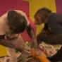 Как шимпанзе ведут себя в детской комнате (ФОТО)