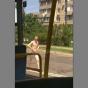 В Киеве по дороге ходил мужчина без одежды