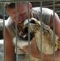 Украинский художник закрылся в клетке с львицей