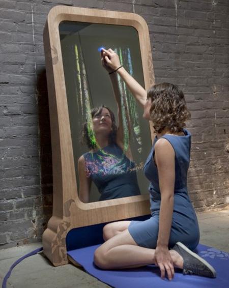 Интерактивное зеркало, на котором можно рисовать .
