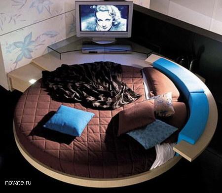 Эта потрясающая круглая кровать, мало того что огромна по размерам, но...