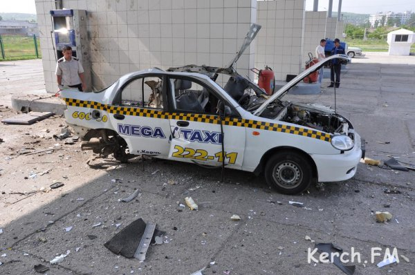 На АЗС взорвалось такси (ФОТО)